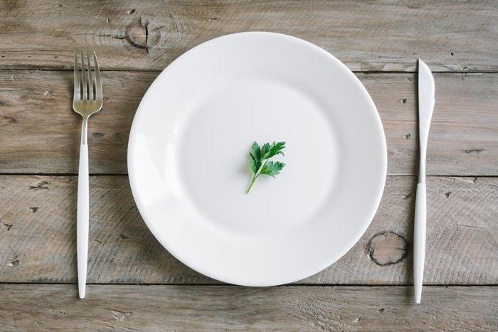 Bild Teller mit Petersilie - Mangelernährung